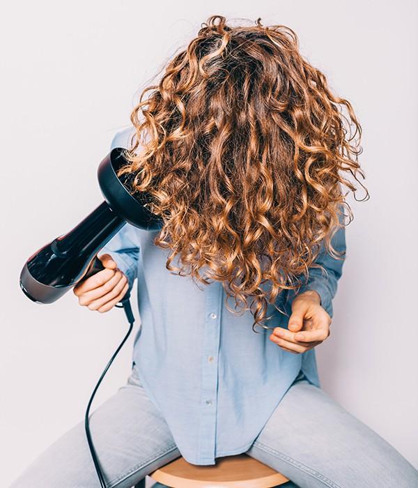 La routine di bellezza dei capelli extraricci: 3 cose assolutamente da sapere (e da fare)